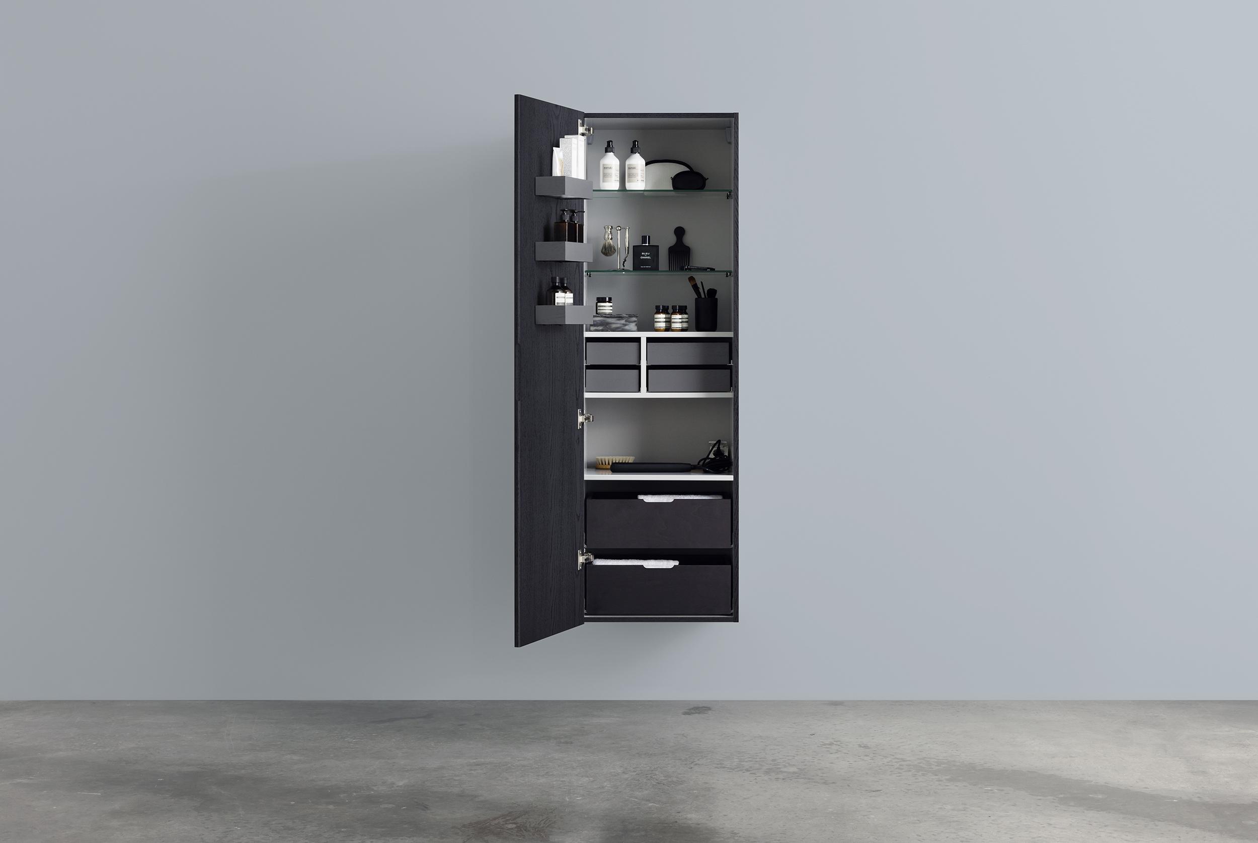 A högskåp 500*1600, med hyllor, lådor, dörrfack & smyckes ...